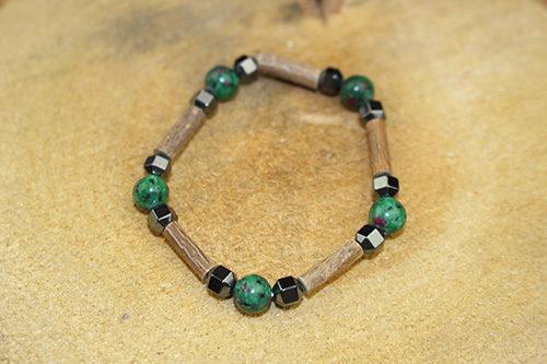 Bracelet Simple Bois de Noisetier et Rubis sur Zoïsite