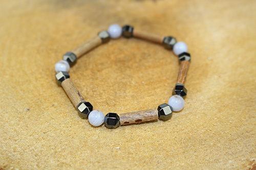 Bracelet Simple Bois de Noisetier et Calcédoine Bleue